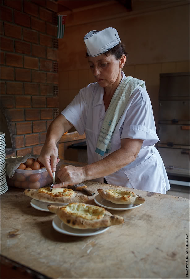How legendary khachapuri is made in abkhazia georgianjournal for Abkhazian cuisine