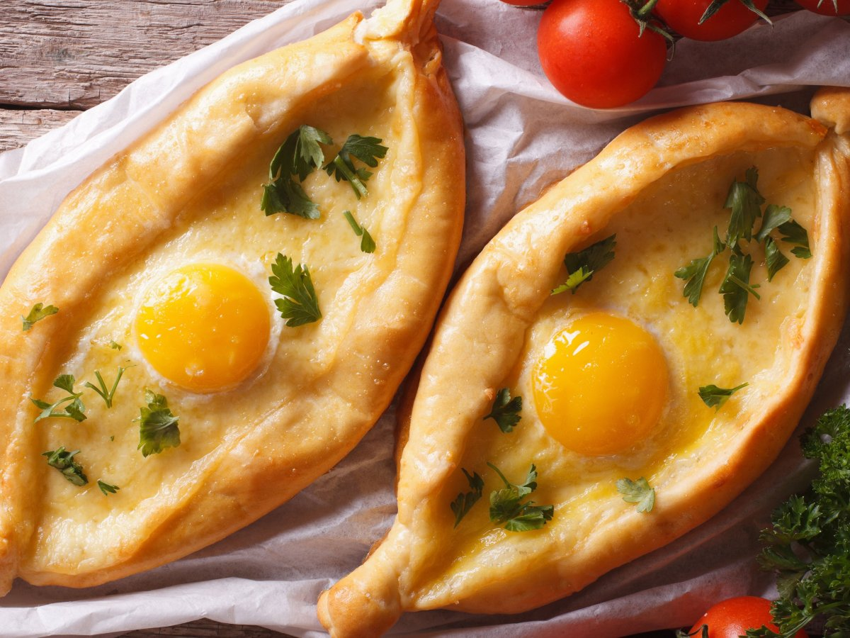georgian khachapuri among world 39 s best cheese dishes from 19 countries georgianjournal. Black Bedroom Furniture Sets. Home Design Ideas