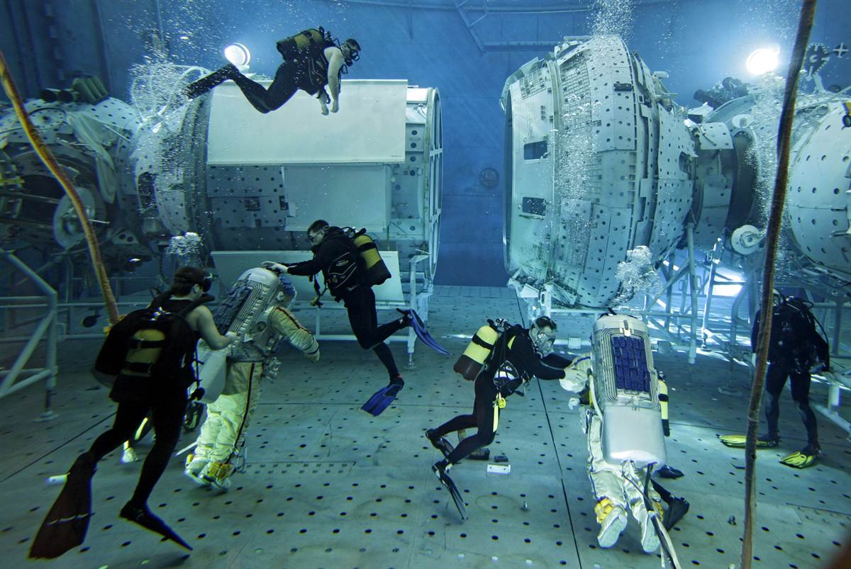 nasa underwater training - HD 1200×803