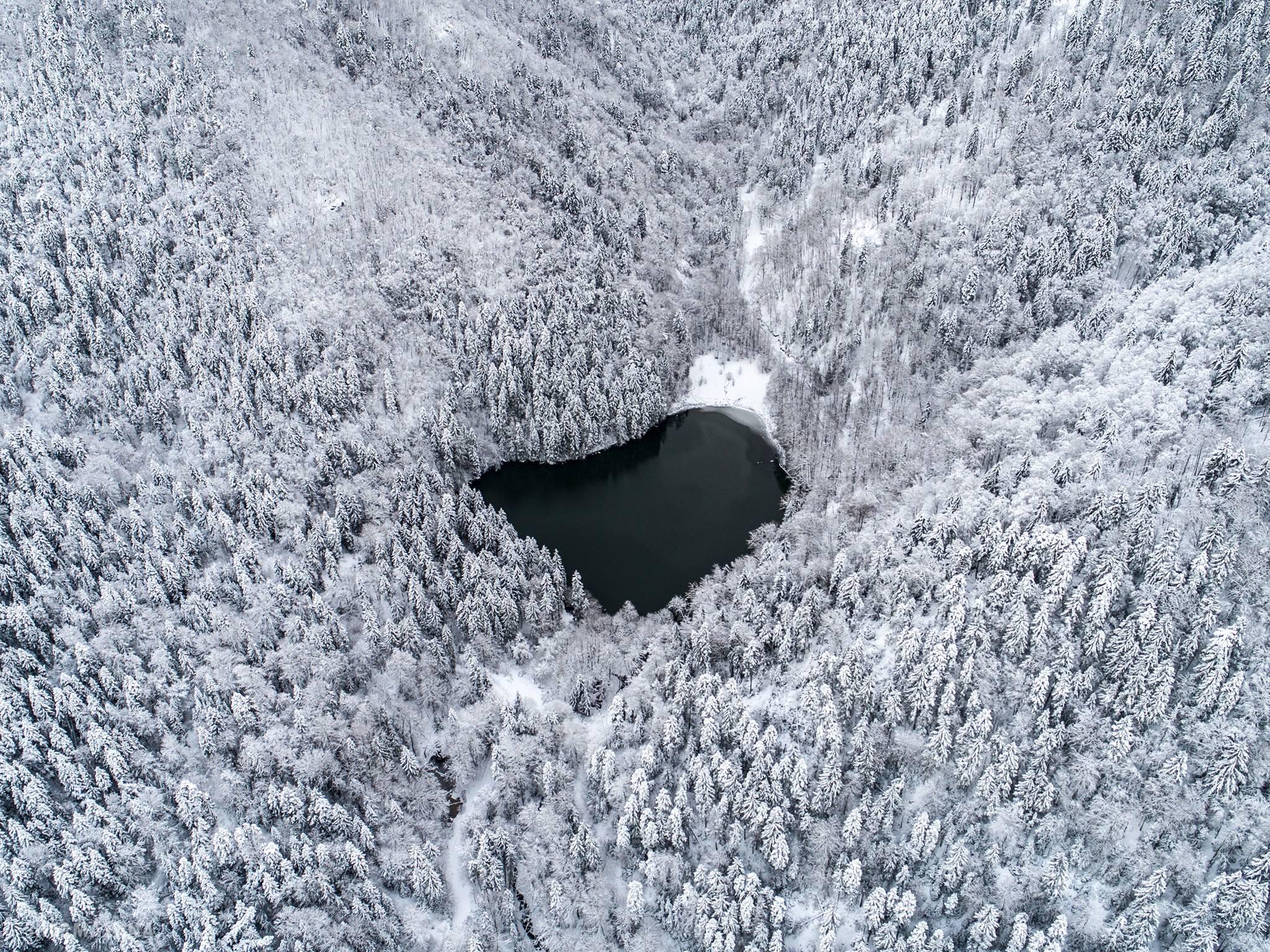 bateti_lake_winter