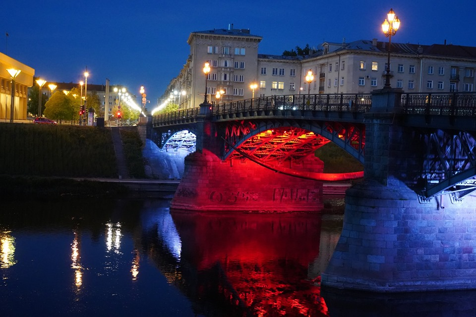 vilnius_historical_bridge_illuminated_independence day